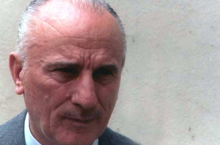 Χρίστος Λάσκαρης, ο ποιητής πίσω από τους προβολείς