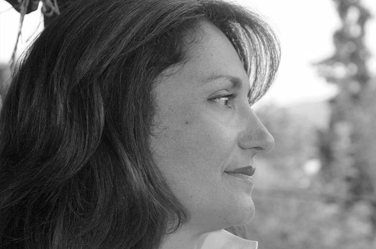 Η συγγραφέας Αναστασία Ευσταθίου, μιλάει στο Διονύση Λεϊμονή