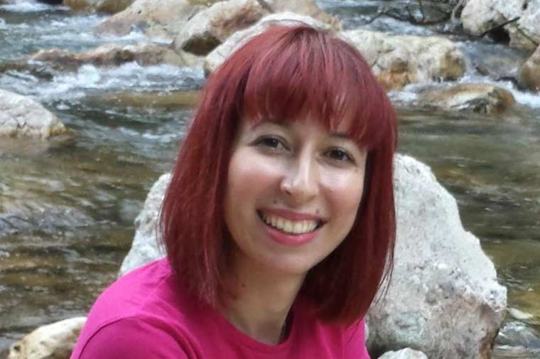 Η Μαρία Καλύβα, συγγραφέας, μιλάει στο Διονύση Λεϊμονή