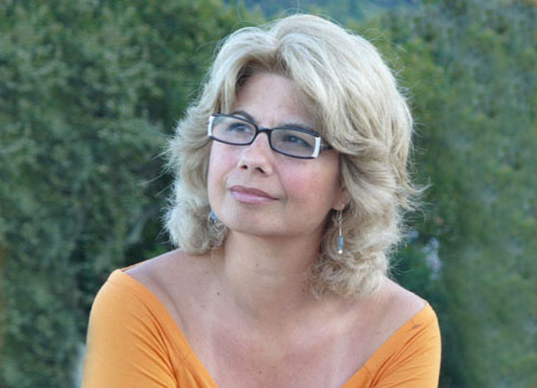 Η Πέρσα Κουμούτση μιλάει στη Μάγδα Παπαδημητρίου-Σαμοθράκη για τις «Αλεξανδρινές φωνές στην οδό Λέψιους»